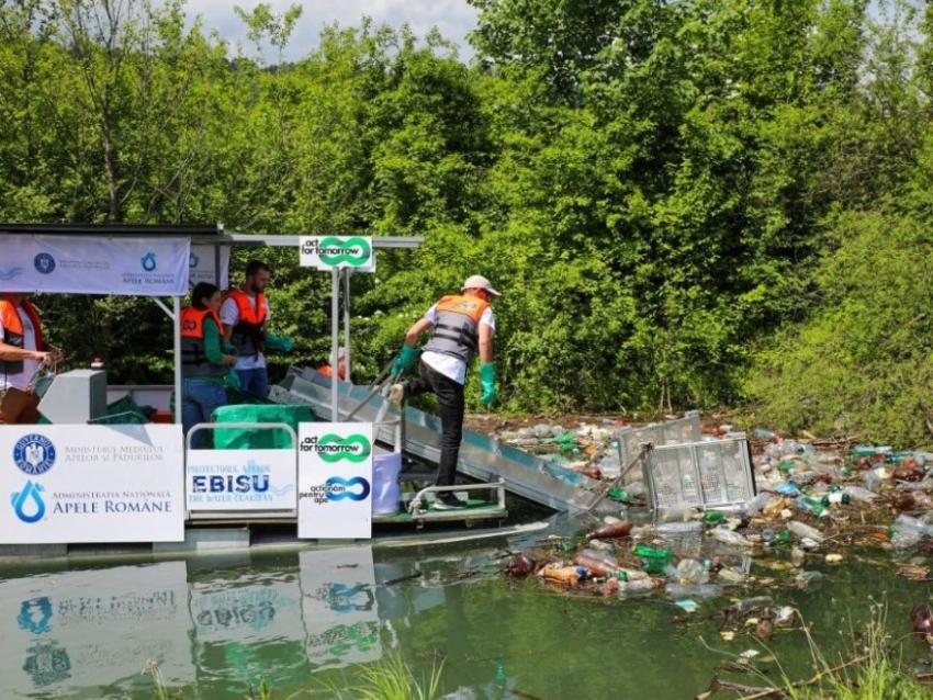 Premieră europeană la Brașov: Ebisu, prima ambarcațiune 100% electrică ce colectează deșeuri