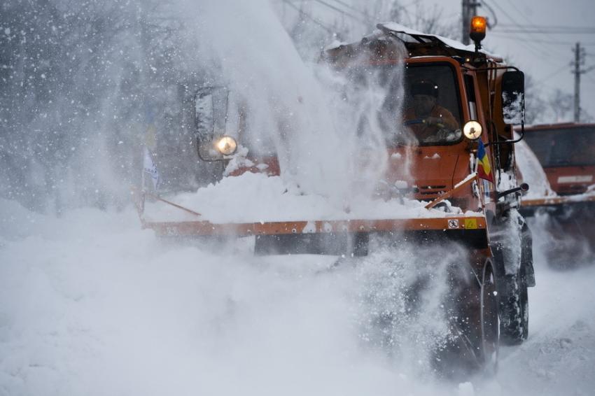 ANM: Cod ROȘU în mai multe județe, vânt de 160 de km/h, ninge abundent