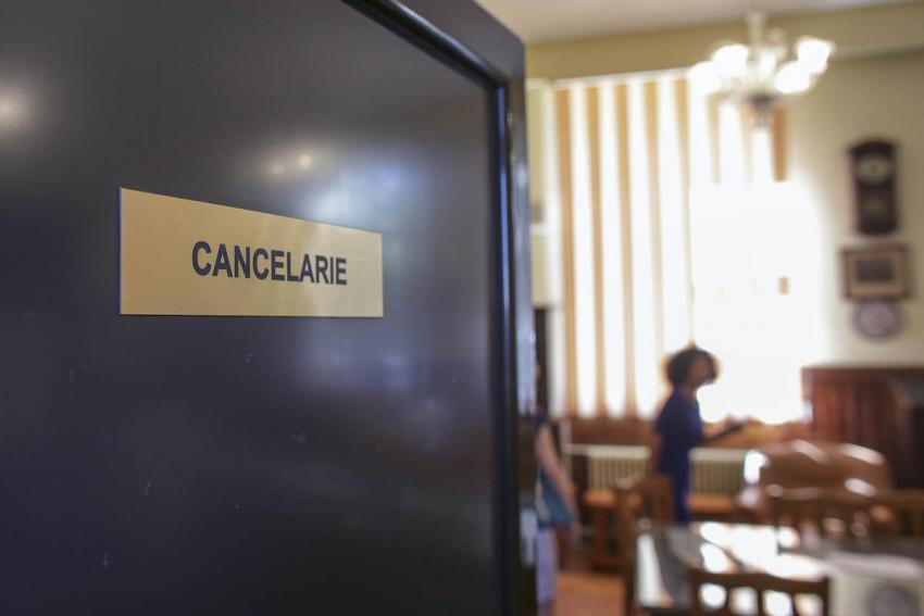 500 de profesori nu pot veni în sălile de clasă la începutul anului școlar