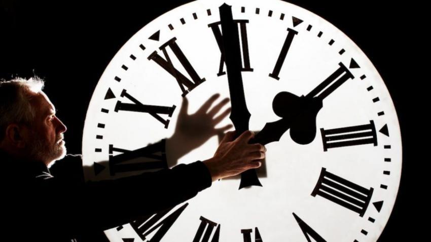 Se schimbă ora! Pe ce dată dăm ceasurile înapoi anul acesta