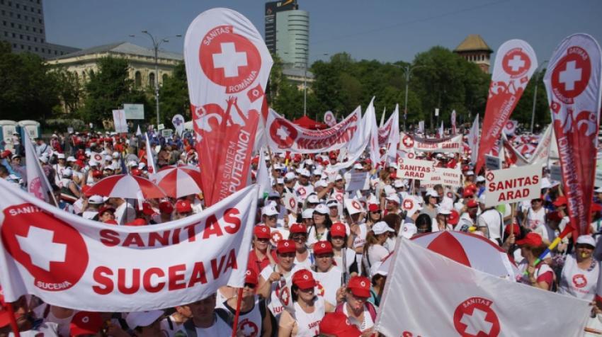 Proteste la ușa Guvernului. Angajați din Sănătate și Asistență Socială se adună în Piața Victoriei