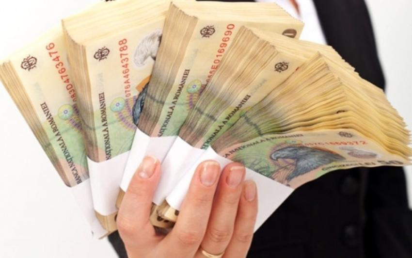 IMM-urile ar putea primi până la 100.000 de euro pentru panouri fotovoltaice și prize pentru mașini electrice