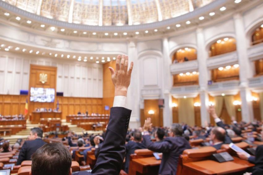 PSD a reintrodus în buget creșterea salariilor profesorilor din acest an