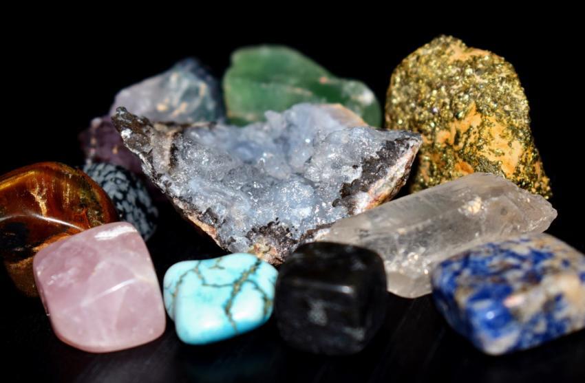 Călătorie în fascinanta lume a cristalelor, la Complexul Muzeal de Ştiinţele Naturii din Galaţi