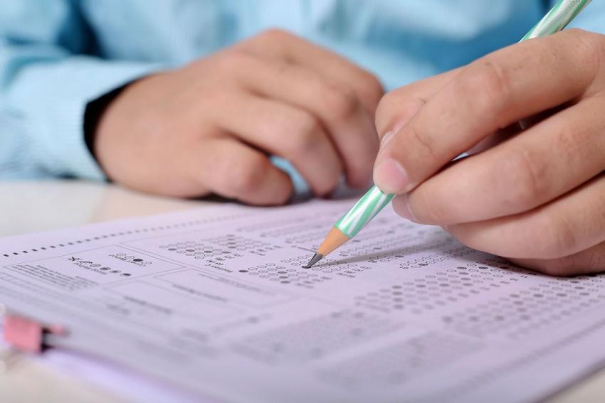 """Petiţie online a absolvenţilor de medicină: """"Ar trebui să fie o medie mai scăzută"""""""