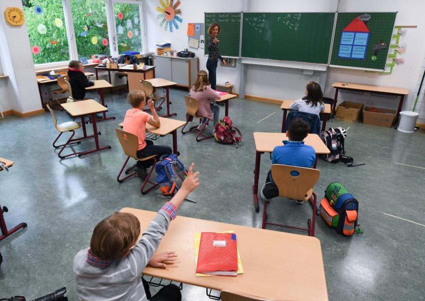 OMS pledează pentru menţinerea deschisă a şcolilor