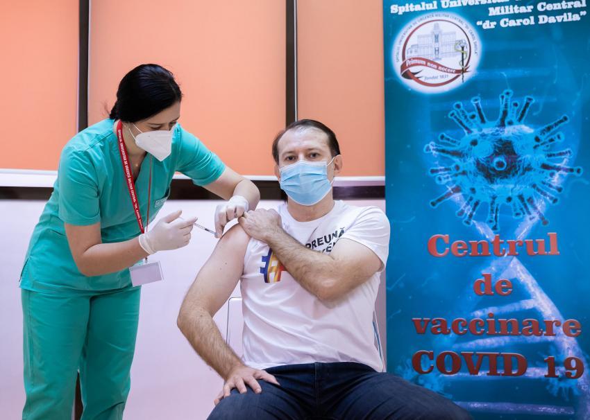 Premierul Florin Cîțu s-a vaccinat public anti-Covid
