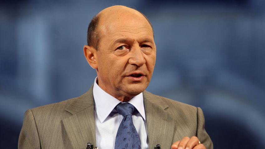"""Băsescu: """"Nu lăsaţi ţara pe mâna lui Raed Arafat"""""""