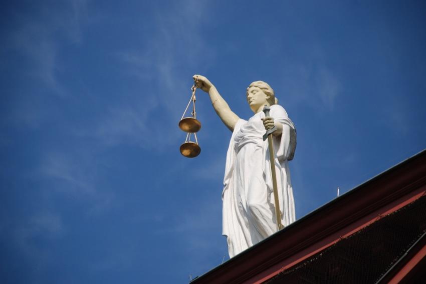Maai caută, domnule ministru al Justiţiei, poate găseşti...