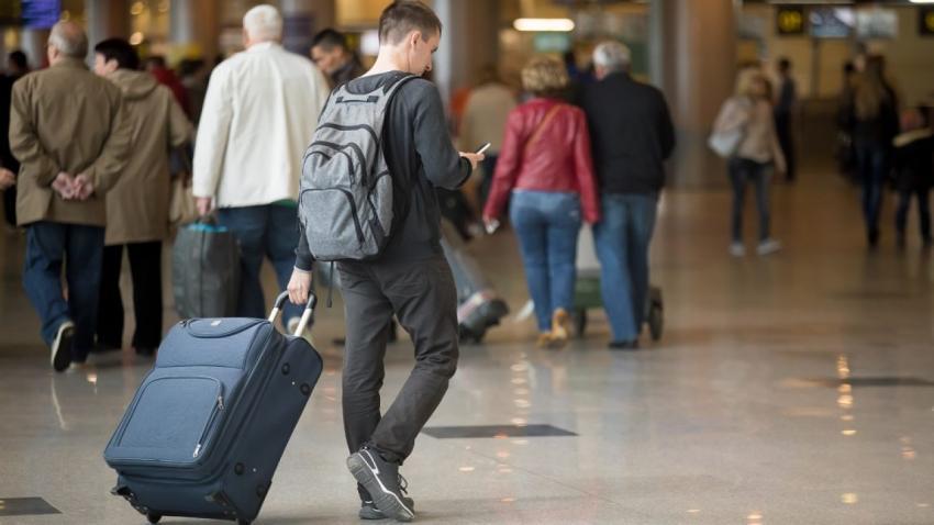 Unul din patru români cu înaltă calificare a plecat să muncească afară