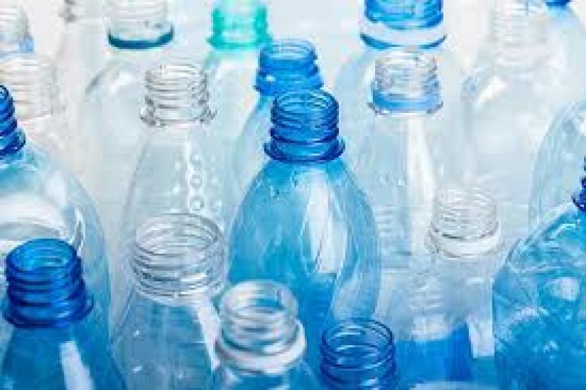 Românii vor plăti 50 de bani pentru fiecare ambalaj de apă, băuturi sau sucuri
