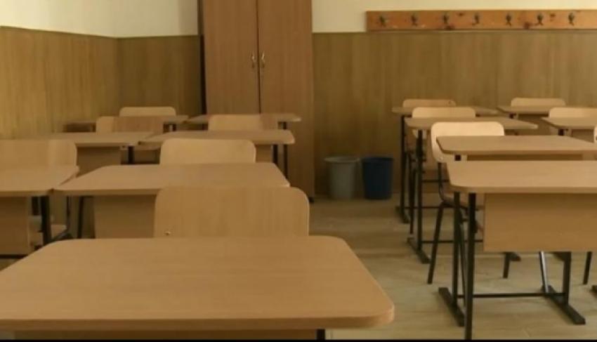 Comitetului Național pentru Situații de Urgență:Școlile rămân închise. Sunt permise cursuri sau workshop-uri la interior cu maximum 25 de persoane