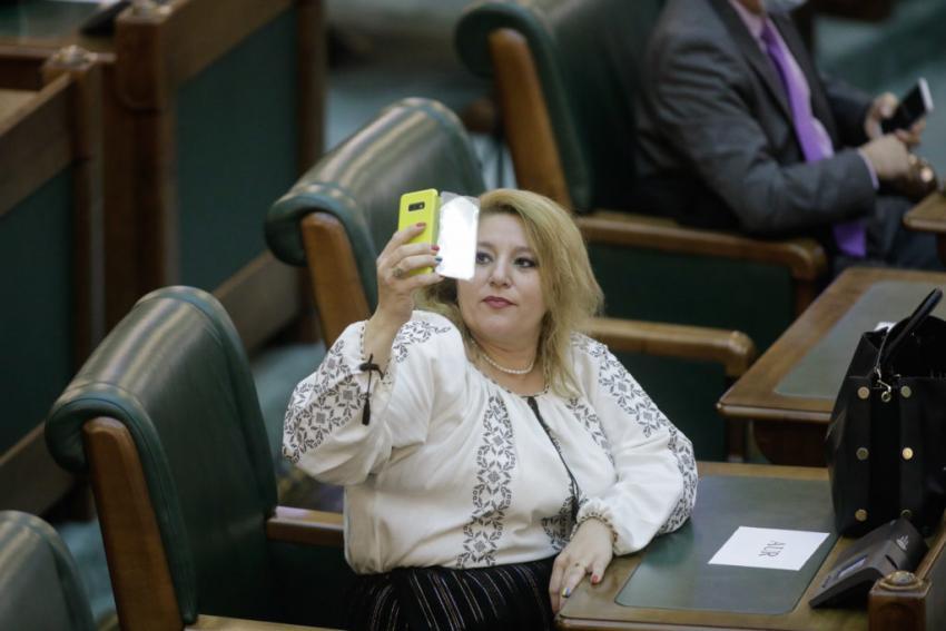 Diana Șoșoacă despre moartea lui Bogdan Stanoevici: SUSPECTĂ. Anchetatorii să intervină de urgență