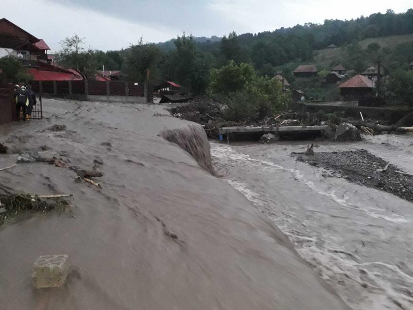 Oamenii afectați de inundații vor primi ajutoare de la stat. Anunțul premierului Cîțu