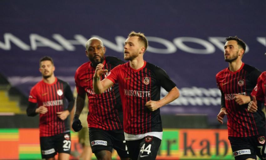 Internaţionalul Alexandru Maxim i-a stricat debutul lui Dan Petrescu pe banca lui Kayserispor