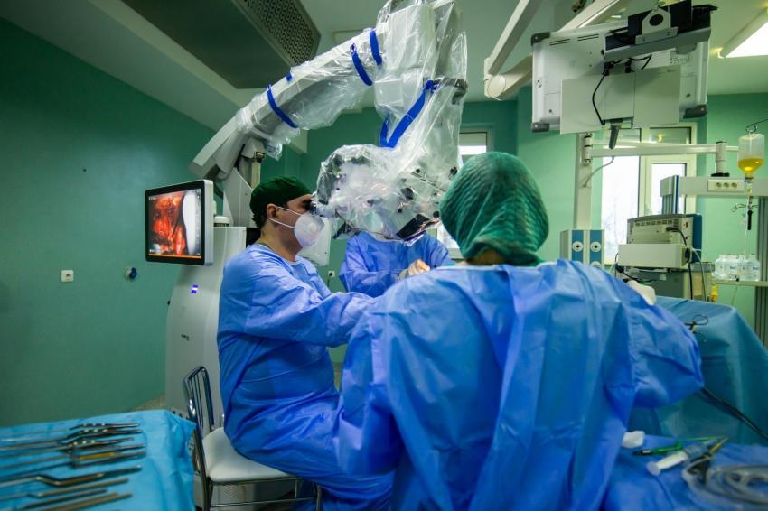 Elevă eminentă de 12 ani cu o tumoră extrem de rară, operată cu succes pe creier