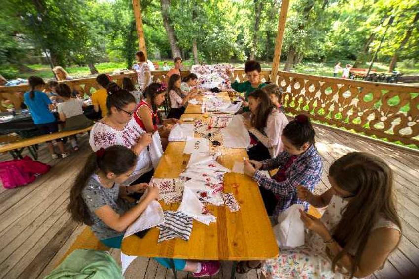 Vacanța Mare în Pădurea Gârboavele, la tabăra de creație artistică și de meșteșuguri din Galați
