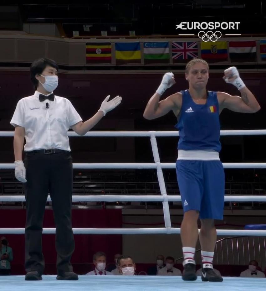 Claudia Nechita boxează cu medalia de bronz pe masă