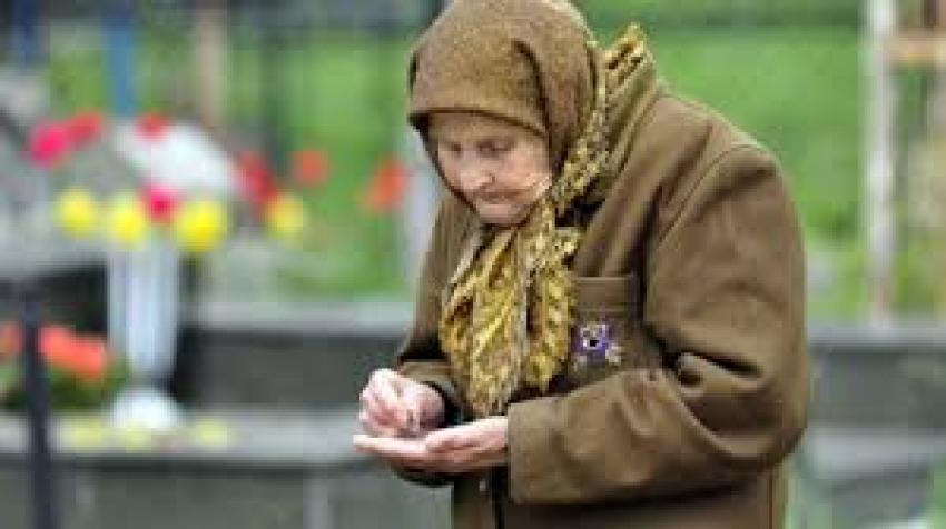 ȘOC! Guvernul îi lasă pe pensionari cu mâna întinsă